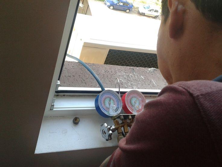 Dupa efectuarea montajului se efectueaza vidare instalatie aer conditionat cu pompa de vaccum .