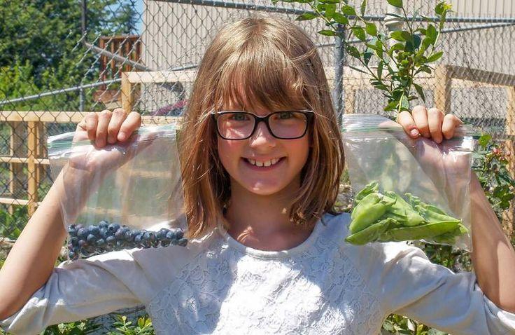 """216 var addthis_config = { url: 'http://www.thegreenestpost.com/menina-de-9-anos-cultiva-horta-para-alimentar-moradores-de-rua/', title: 'Menina de 9 anos cultiva horta para alimentar moradores de rua' } """"Nós existimos para ajudar aqueles que precisam!"""" Essa é a frase de abertura do site da pequena Hailey Fort, norte-americana de 9 anos que, desde os 6, cultiva uma horta em casa para alimentar moradores em situação de rua. Não é uma graça? A plantação... Read More"""