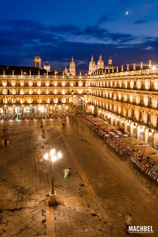 Plaza Mayor de Salamanca en la hora azul Visita a Salamanca ciudad Patrimonio de la Humanidad. Castilla y León España Salamanca, la ciudad por la que no pasa el tiempo  #CastillayLeon #Spain
