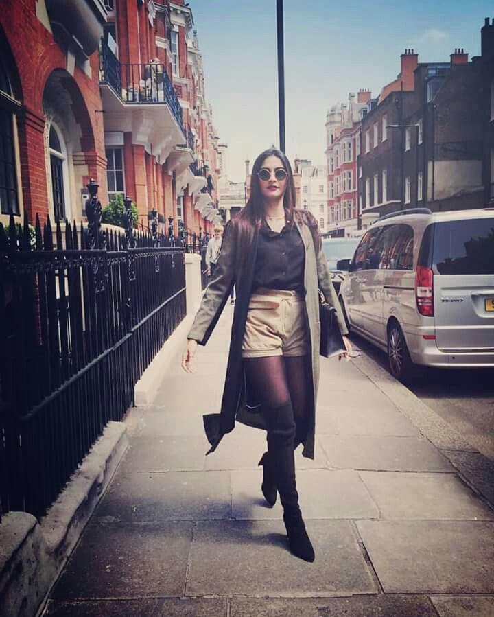 #Sonam kapoor @london street