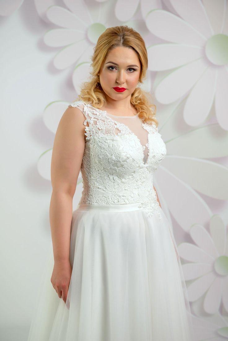 Krásne svadobné šaty s čipkovaným vrškom a jednoduchou sukňou