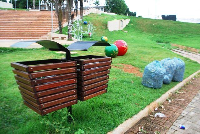 """""""REVITALIZAÇÃO"""" - Embarcação inacabada da praça Madeira Mamoré é tomada por lixo e mosquitos da dengue - Fotos - Rondoniaovivo.com"""