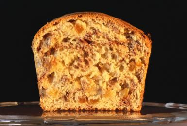 Loaf of cinnamon raisin bread - Frank Cezus/Photographer's Choice/Getty Images