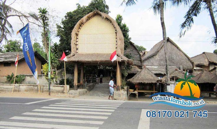 Lengkapi Liburan di Lombok Dengan Mengunjungi Desa Sade  Disini anda tak hanya melihat rumahnya yang unik, tapi juga bisa melihat dan menyaksikan langsung, hasil dan cara pembuatan kerajinan khas Desa Sade ini di http://www.wisatalombok.co.id/info-wisata-lombok/desa-sade-yang-penuh-dengan-kebudayaan-suku-sasaknya/