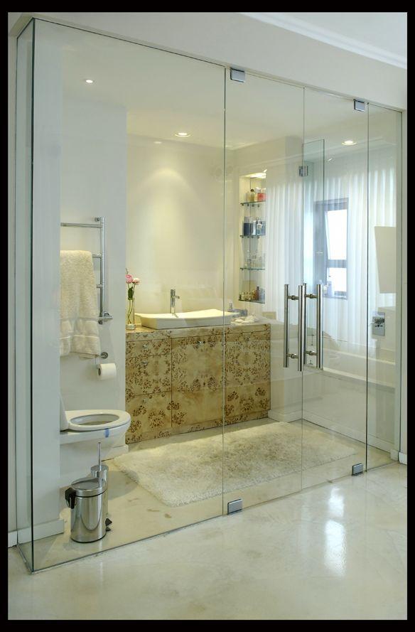 חדר רחצה בחדר הורים/ דניאל חסון - אורלי רובינזון, האתר הישראלי לעיצוב