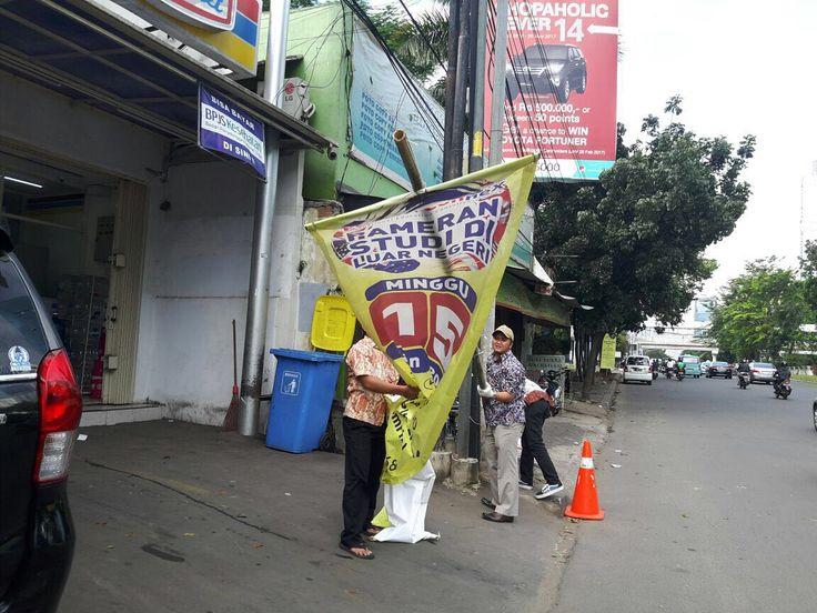 Penertiban reklame liar di Jl. Casablanca