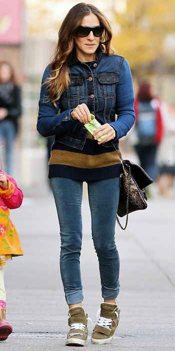 Sarah Jessica Parker layered a Level 99 denim jacket over a sweater paired with J Brand skinnies, a Zadig & Voltaire cross-body purse, shades and olive-colored kicks.