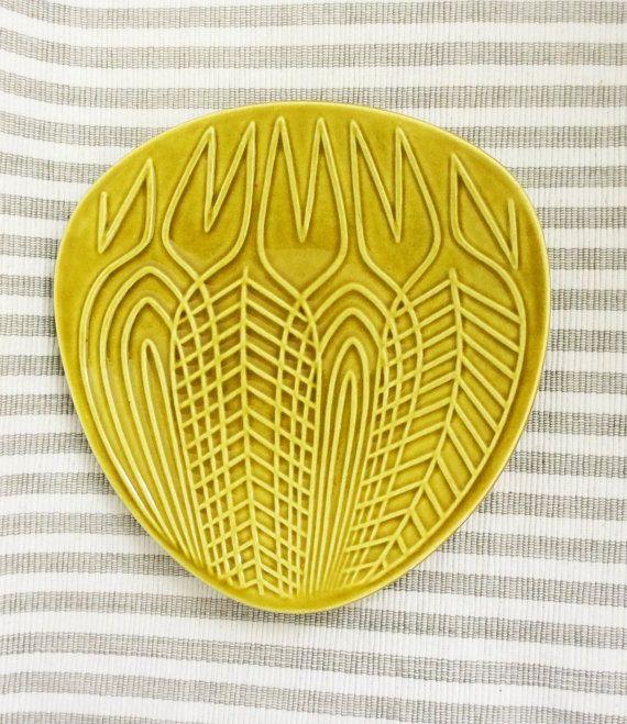 Amazing swedish Upsala Ekeby Ax ceramic plate from the by Inspiria