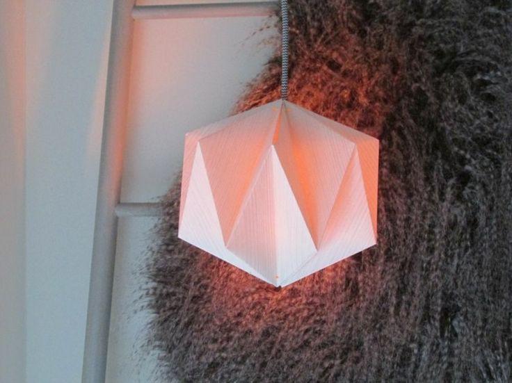 lampe suspension en origami à faire soi-même en papier plié en 3D