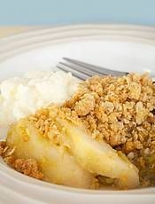 Appelcrumble met havermout, 20 minuten im oven. Ingrediënten; 1 appel (liefst moesappel, zoals goudreinet), 2 gedroogde abrikozen, kaneel, 1 eetlepel kokosolie, 1 eetlepel honing, 6 eetlepels havermout