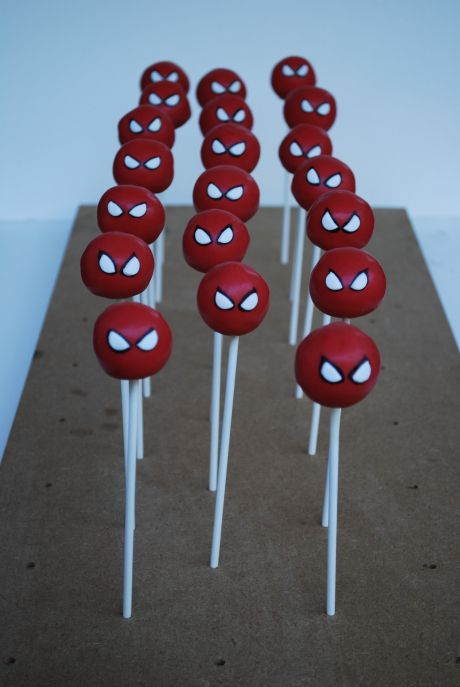 Superhero - cake pops