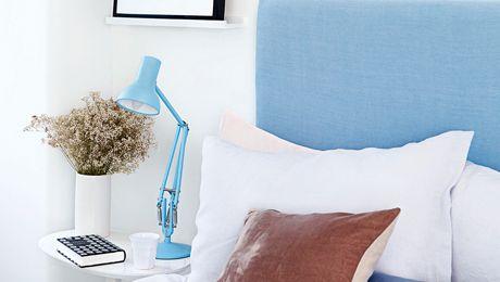 Ultra White от Dulux. Чисто белый,как чистый холст для эклектичной мебели.Переносит нас как будто в летние тенденции будущего года.