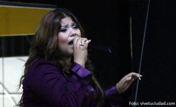 Xitlali Rocha, una intérprete de la música romántica en http://www.vox.com.mx/2013/10/xitlali-rocha-una-interprete-de-la-musica-romantica/
