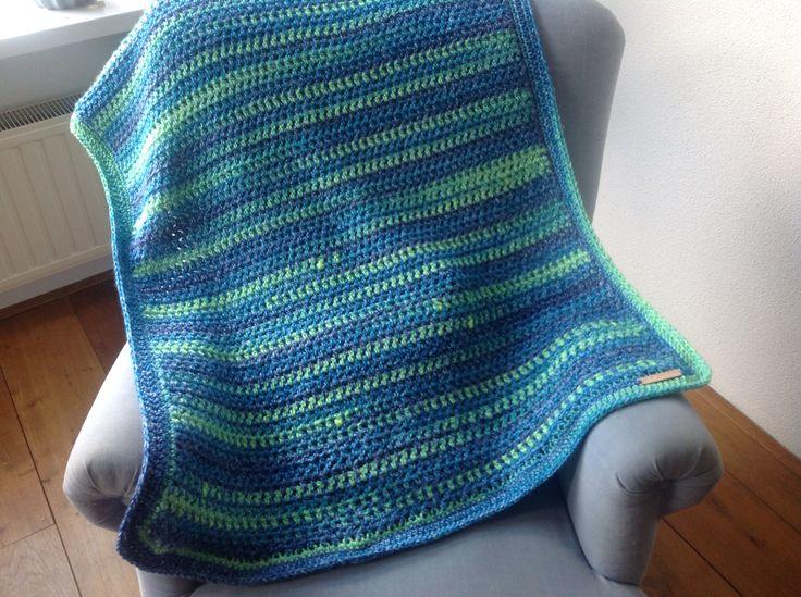 Crochet small blanket in hdc.