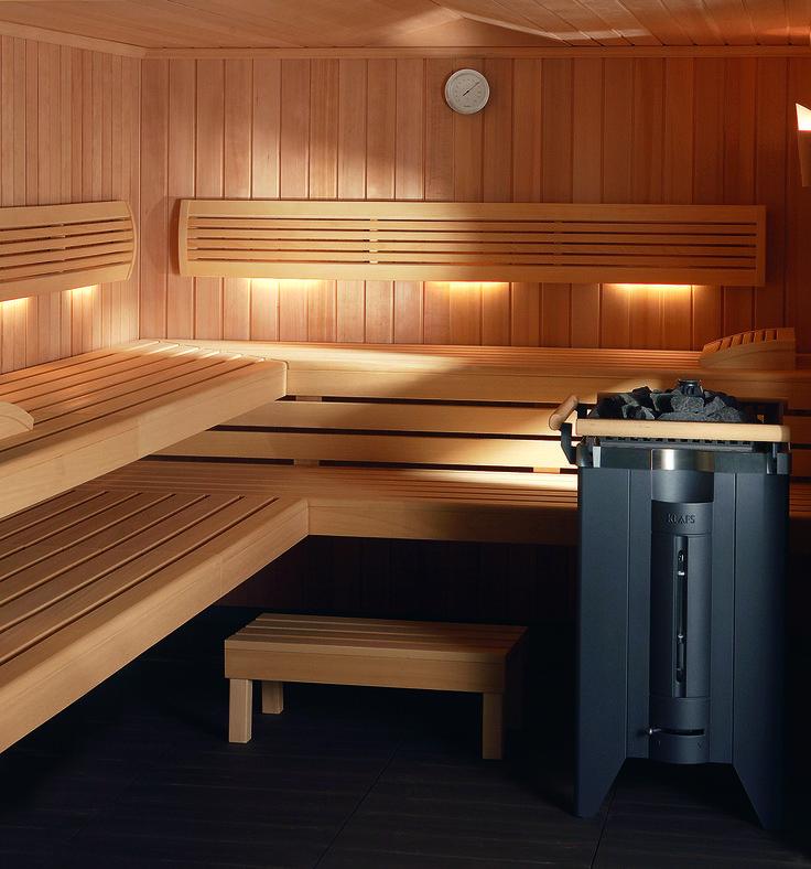 Die #Sauna PREMIUM von #KLAFS überzeugt darüber hinaus mit schönen und nützlichen #Details – wie ergonomisch geformten Kopfstützen und Rückenlehnen, Blenden zwischen den Liegen und Hocker zum bequemen Besteigen der Saunaliegen.