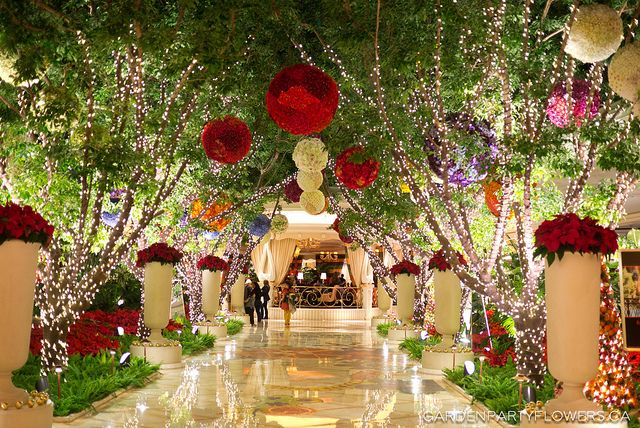 Christmas decor ideas from las vegas garden party for When does las vegas decorate for christmas