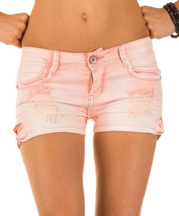 Korte broek scheuren dames roze zalm Best Emilie M of L €10,99  Trendy korte broek met scheuren in het roze/zalm in maat 38 en 40 voor maar €10,99 van Best Emilie.  De dames korte broek is een 5 pocket model met scheuren en is beschikbaar in meerdere modellen en looks.