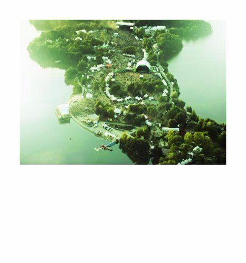 Créé en 1989 les Eurockéennes de Belfort est aujourd'hui l'un des plus importants festivals plein air d'Europe. Tous les ans le premier week-end de juillet les Eurockéennes investissent le site naturel enchanteur de la presque-île du lac du Malsaucy à 7 km de Belfort. Entre collines et étendues d'eau à seulement quelques kilomètres de la ville de Belfort les Eurockéennes de Belfort offrent 3 jours de concerts à près de 100 000 festivaliers des têtes d'affiches internationales aux groupes…