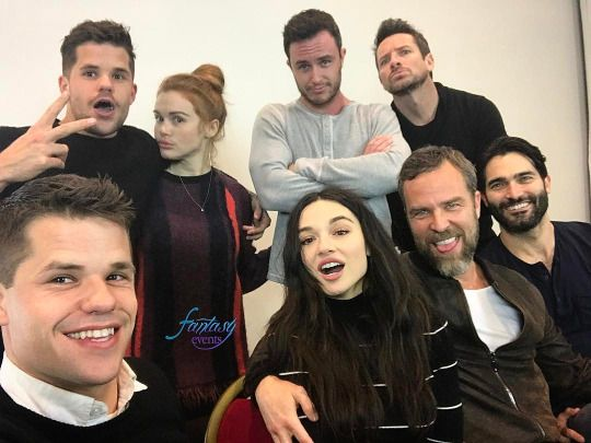Tyler and the Teen Wolf cast at the Nemeton Revolution group photo ops (via Fantasy Events' instagram)
