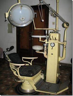 De oude tandartsstoel.