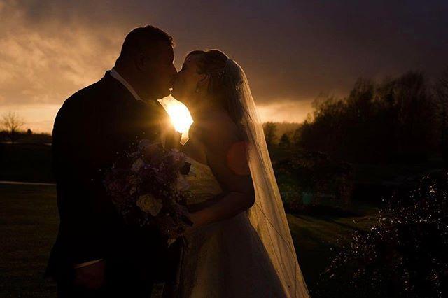 #eringilmorephotography #januarywedding #rainywedding #swanesetwedding #brideandgroom #swaneset