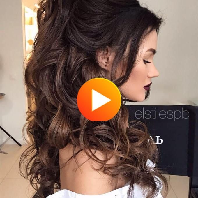 30 Opvallende Manieren Om Style Curly En Golvend Paardenstaarten In 2020 Down Hairstyles For Long Hair Wedding Hair Down Half Up Curls