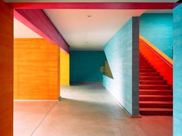 """Primary school in Switzerland: """"Schulhaus Scherr"""", Zürich, 2003, Patrick Gmür Architekten. Concept couleurs: Peter Roesch (Luzern)"""