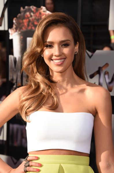 Jessica Alba's sleek waves at the MTV Movie Awards 2014