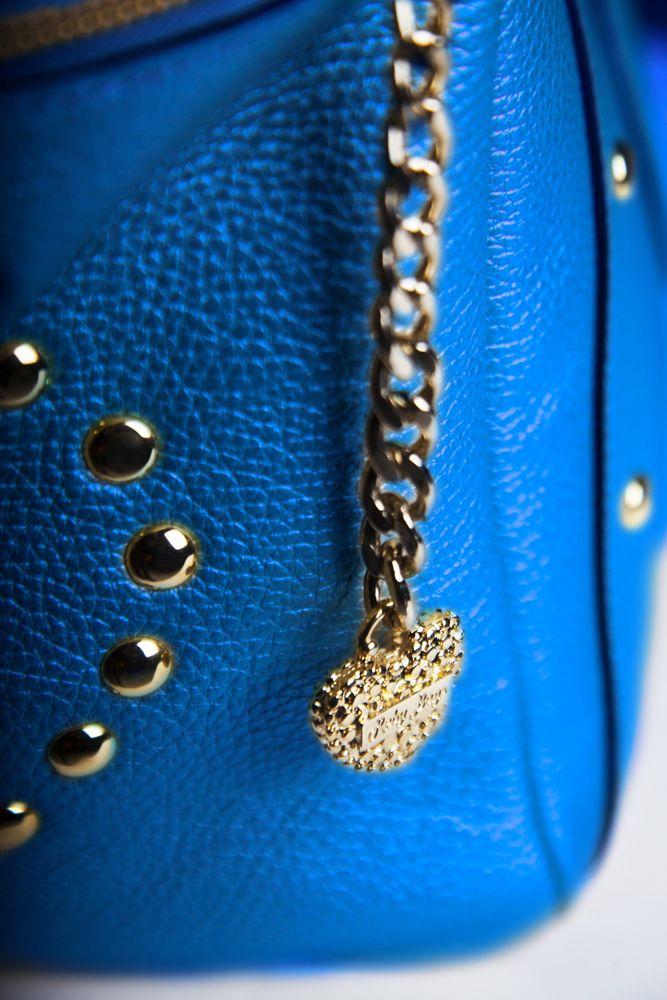 #Leone - Top Bag Molto spesso sono le #donne di grande #fascino ad ispirare le borse dei #marchi più #famosi, in questo caso la #Top #Bag è stata ispirata da tutte quelle donne che dentro hanno un animo Top e lo vogliono mostrare agli altri facendo la scelta più coerente con la propria #personalità.  La Top Bag con i suoi riporti larghi e gli accessori in oro punta a non passare inosservata. Top Bag la trovi http://rebybags.eu/index.php?id_product=16&controller=product&id_lang=6