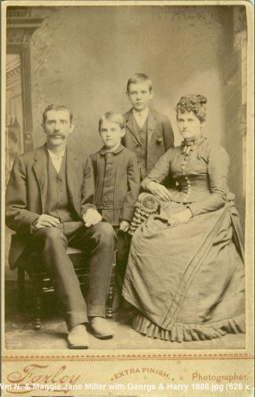 Уильям Нельсон Миллер и семья Маргарет Джейн Фрейман Миллер. Джордж Аллен Миллер (высокий мальчик 1876 г.р.) и Гарри Франклин Миллер (на переднем плане 1880 г.р.).