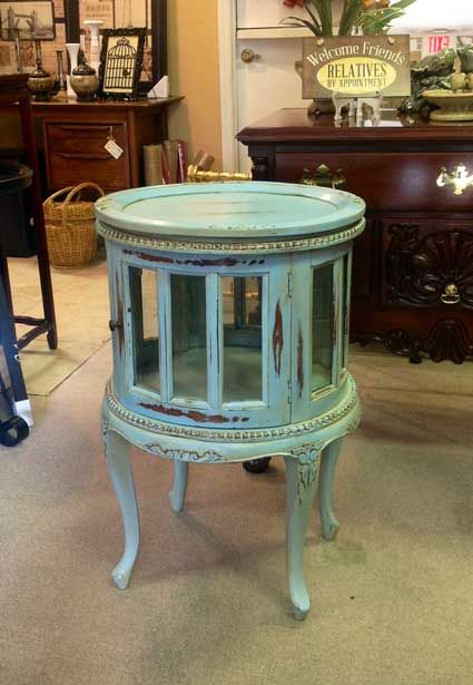 Tea tables now come in colors too! <3  #carolescollections