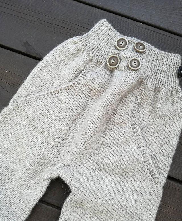 En #funkyullbukse må til på vintertid 💖 #tusenogenmaske #knitters #knittinginspiration #strikkemønster #strikkedilla #ecowool #dalepureecowool #houseofyarn_norway #ullstrikk #knittersofig #loveknitting