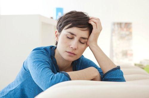 潰瘍性大腸炎とクローン病の症状と原因、治療について説明しています。薬に頼らない食事療法が大事で、精神的なストレスなども原因の一つと言われているので、ハーブや漢方を使った自然療法が有効です。悪化すると手術する事もあり日頃のケアが大事な疾患です。