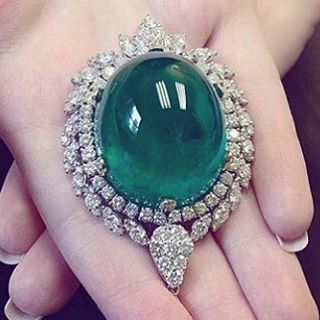 http://rubies.work/0013-white-gold/ 175 carat emerald pendant