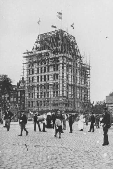 De bouw van het Witte Huis in 1897-1898. Ooit het hoogste kantoorgebouw van Europa, de eerste wolkenkrabber van Rotterdam
