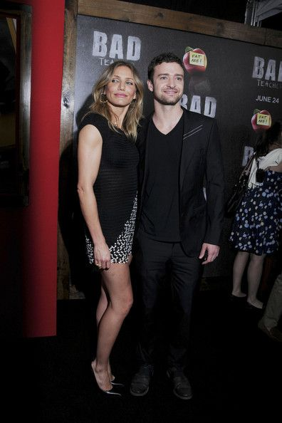 """Cameron Diaz Photos Photos - Old flames Cameron Diaz and Justin Timberlake get close as they pose for photographers at the """"Bad Teacher"""" premiere at  the Ziegfeld Theatre in New York. - 'Bad Teacher' Premiere in New York"""