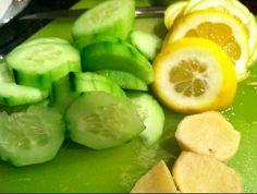 detoxifying lemon water