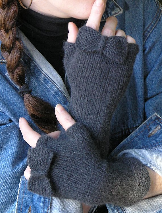 Absolutely charming in their simplicity, these delightful fingerless mitts knit up beautifully in a DK weight like our elann Pianissimo or Soft Embrace DK.