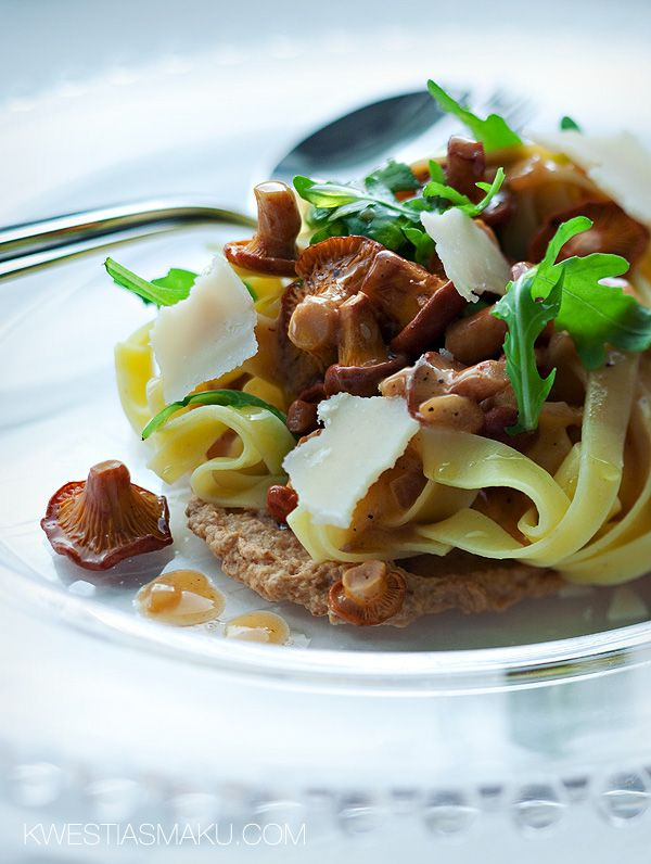 Tagliatelle with chanterelle mushrooms with arugula and Parmesan
