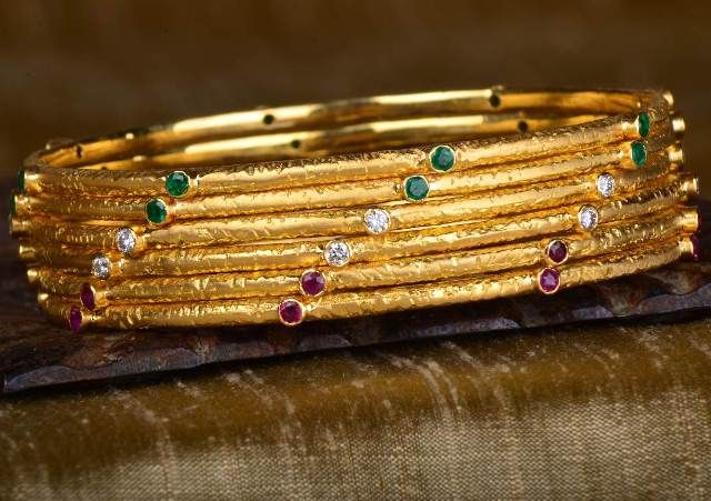 Gehna offer to sell Nature-inspired set of 6 bangles handcrafted in 18k gold, features emeralds, diamonds and rubies online in Chennai.
