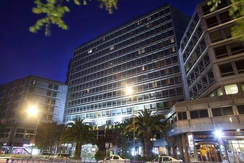 Hotel Husa Princesa - This structure has become a unique hotel complex with a unique offer and location in the center of Madrid with an entire floor of 2000 m2 with 12 meeting rooms, Fitness Centre occupying 1700 m2 with an indoor heated pool and the Champagne and Wine Bar with its cozy atmosphere and with its range of cocktails, ideal for meeting colleagues or friends and spend some quiet time.