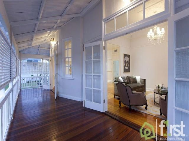 A view on design east brisbane classic queenslander home for Queenslander living room ideas