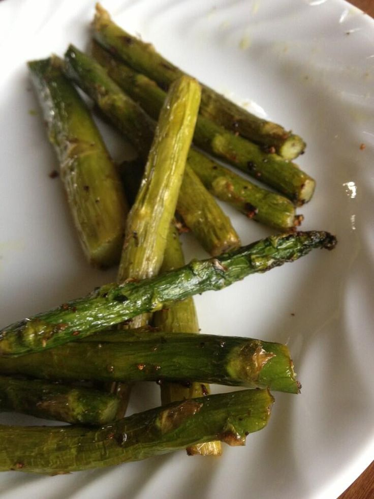 If you have an actifry, put asparagus in it for 8 minutes with whatever seasoning. The best way to cook it.