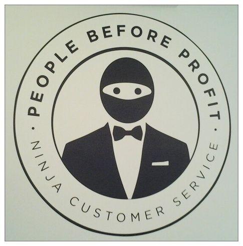 Esto es como el CM international logo: Ninja Customer Service