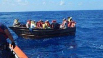 Guardia Costera de EE.UU. repatría un centenar de inmigrantes haitianos