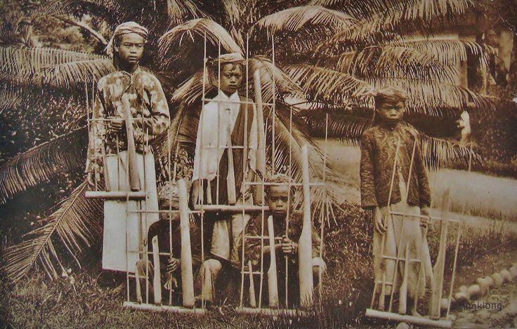 Angklung players Sunda Java 1917