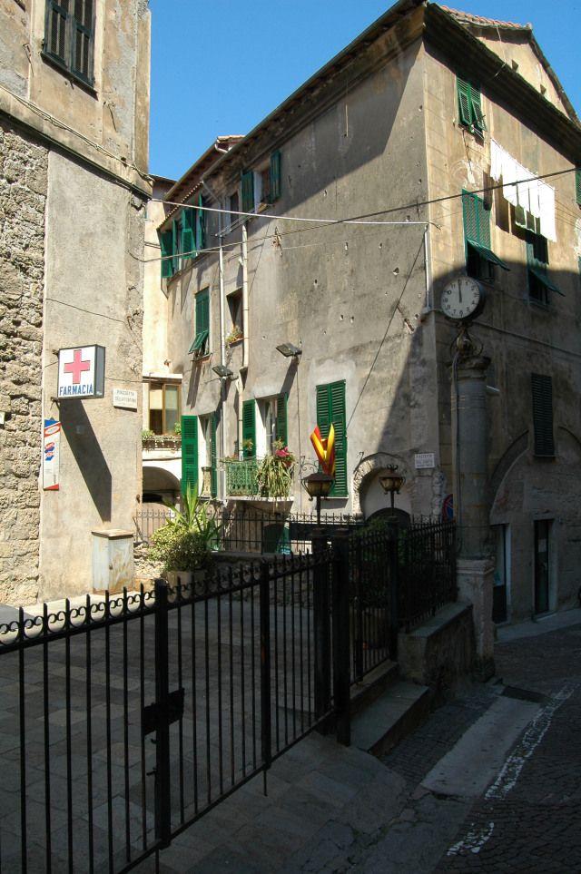 Ventimiglia (IM)  Piazza della Fontana