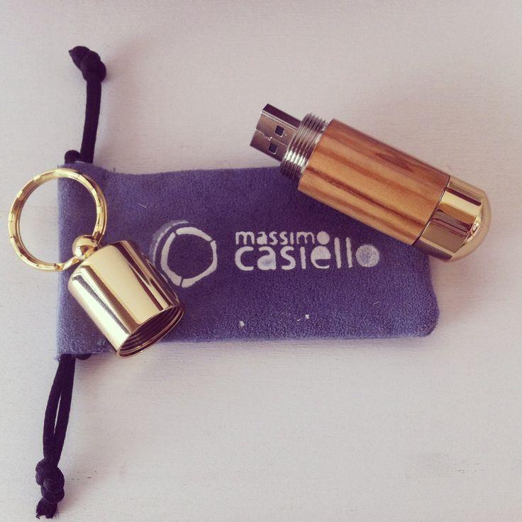 USB 32GB in legno di ulivo lavorato a mano, pronta per la consegna #massimocasiello #matera #usb #woodturner #wood #woodturning #olive #usb #handmade
