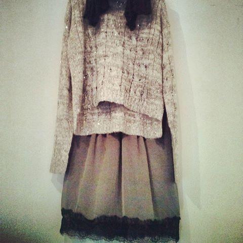 Bonito conjunto con falda de seda