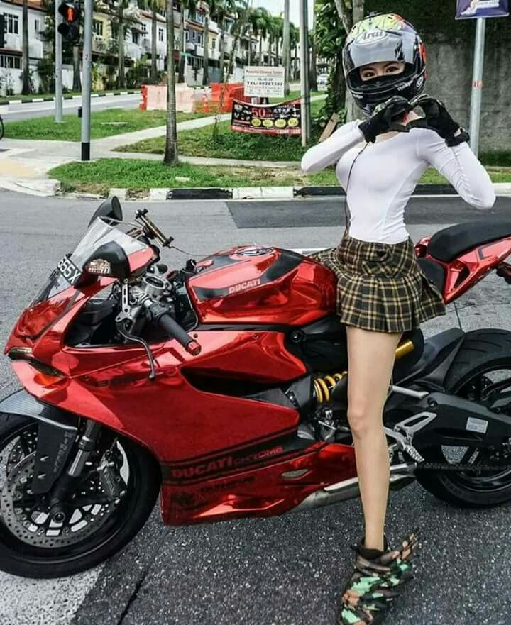 #motorcyclegirls   #bikes-n-girls   @housemanc